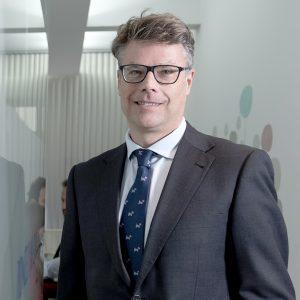 Carmelo Vega Ponce, socio fundador de Ponce y Mugar, correduría de seguros en sus oficinas de Madrid